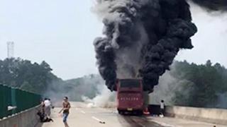 宜凤高速湖南段客车起火