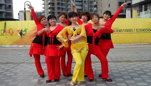 阿梅广场舞教学:老公攥钱老婆花