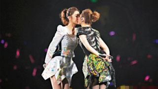 Twins演唱会接吻表白