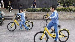 男孩偷共享单车被撞身亡