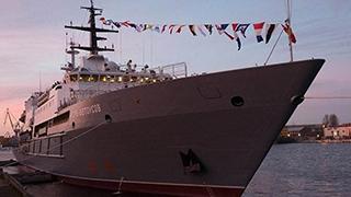 俄海军潜水员创纪录