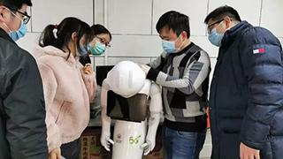 远程医疗机器人武汉上岗