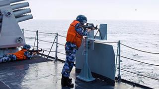 中国海军展开多课目训练
